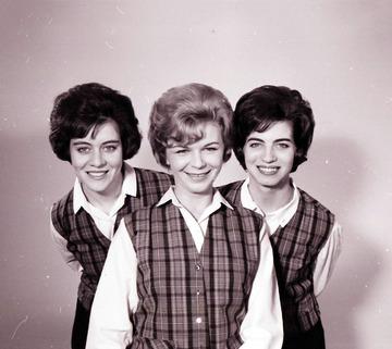 University of Detroit Chorus Collection: Honeybees - 1964