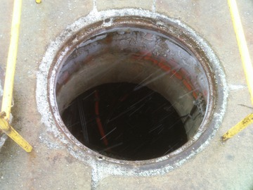 Manhole. Detroit, 2015